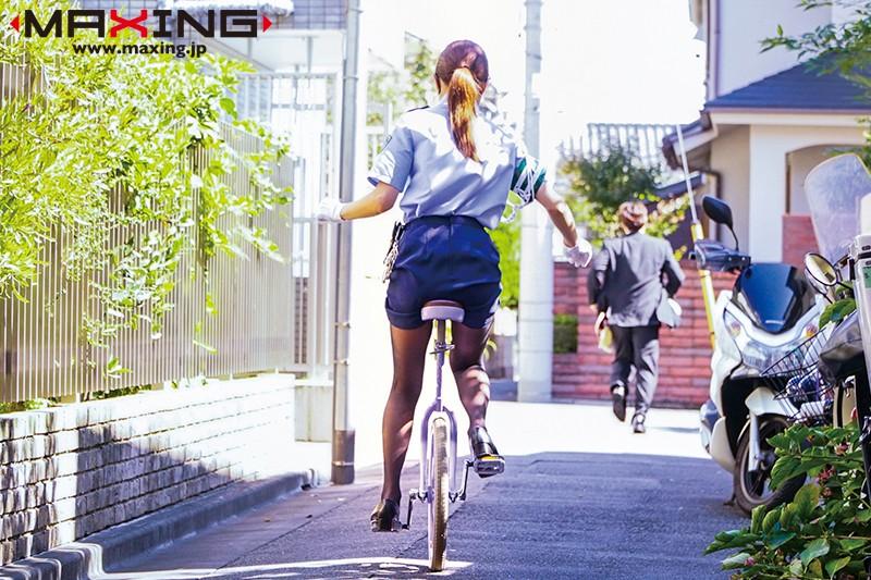 吉沢明歩のAV「一輪車、婦警さん。パトロールアッキー! 出動します!」キャプチャ画像