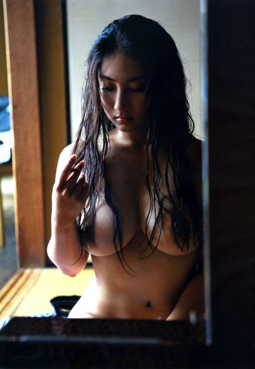 紗綾のセミヌード