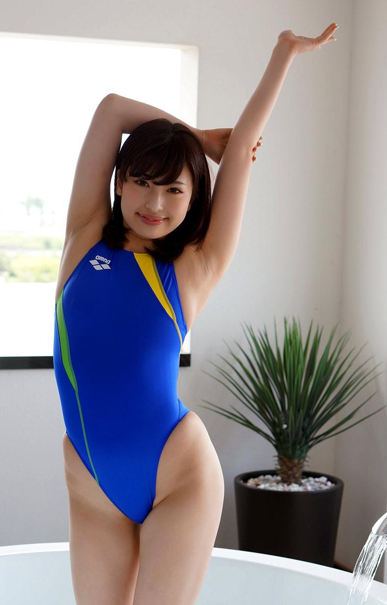 ハイレグ競泳水着を着た早川瑞希