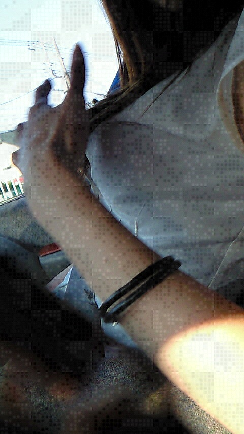 Tシャツを着た稲村亜美の着衣巨乳、横乳