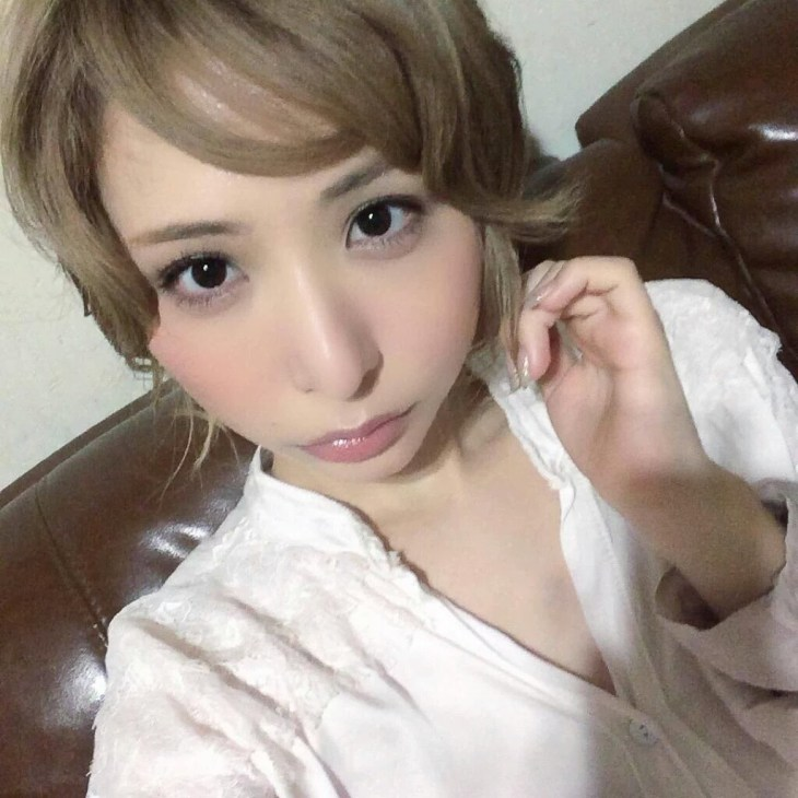 晶エリー(大沢佑香、新井エリー)の自撮り画像