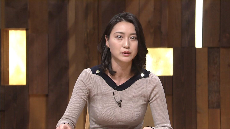 「報道ステーション」で胸が目立つ衣装を着た日の小川彩佳アナの着衣おっぱい