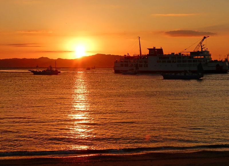 久里浜港からの日の出5