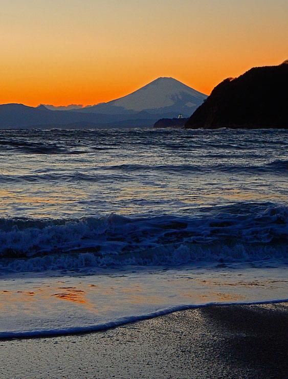 160124逗子海岸から望む夕富士3