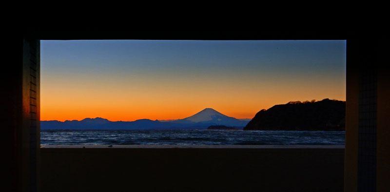 160124逗子海岸から望む夕富士4
