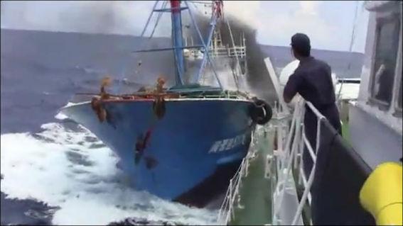 尖閣諸島 中国漁船衝突 写真