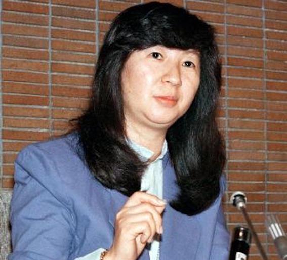 山口洋子さん