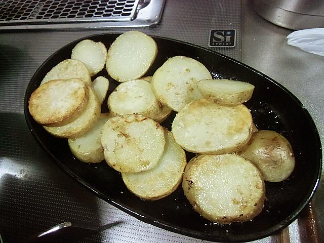 焼いたジャガイモです