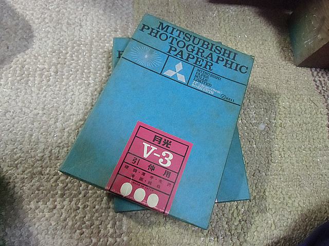 薄汚れた印画紙の箱