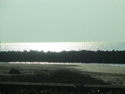 夕日でキラキラ輝く海