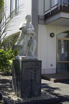 Statue_of_Ukon_Takayama(2).jpg