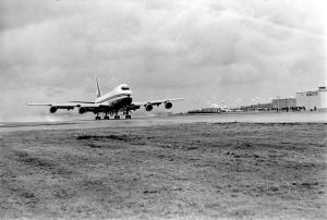 ジャンボ初飛行