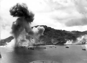 トラック島空襲