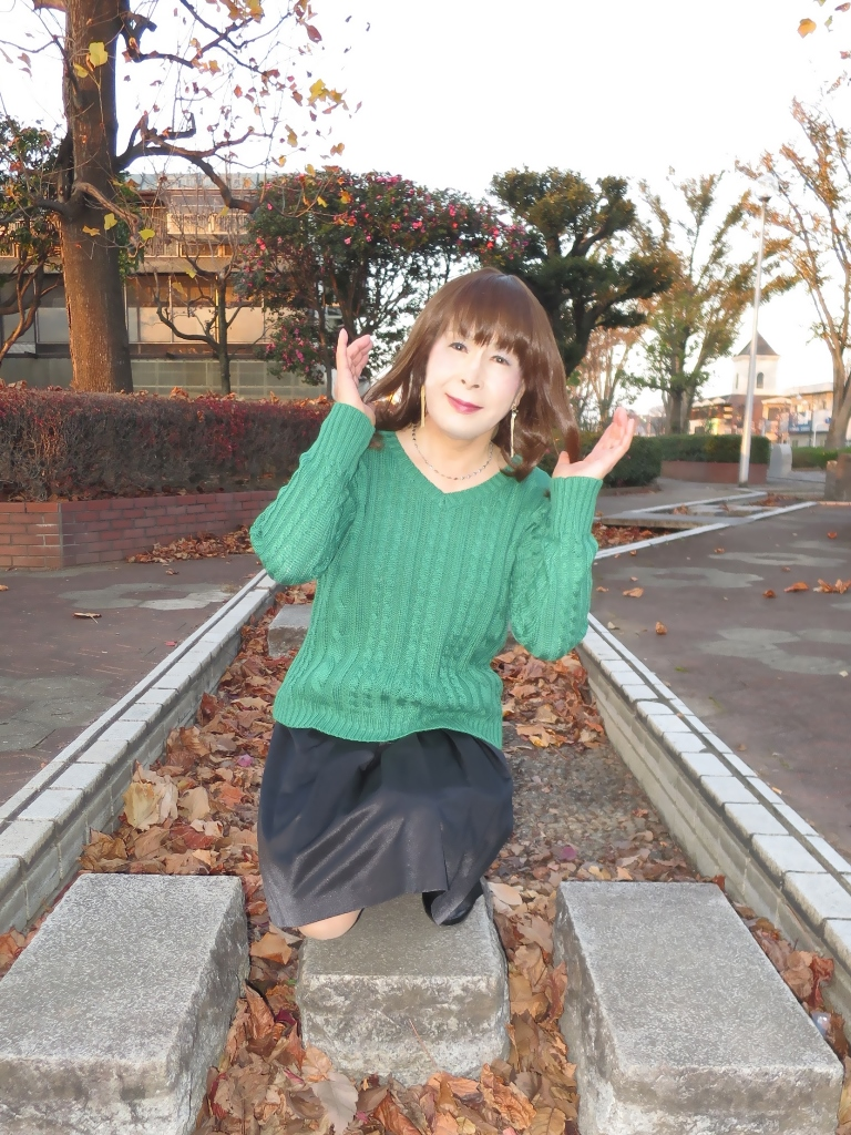 緑セーター黒スカートC(1)