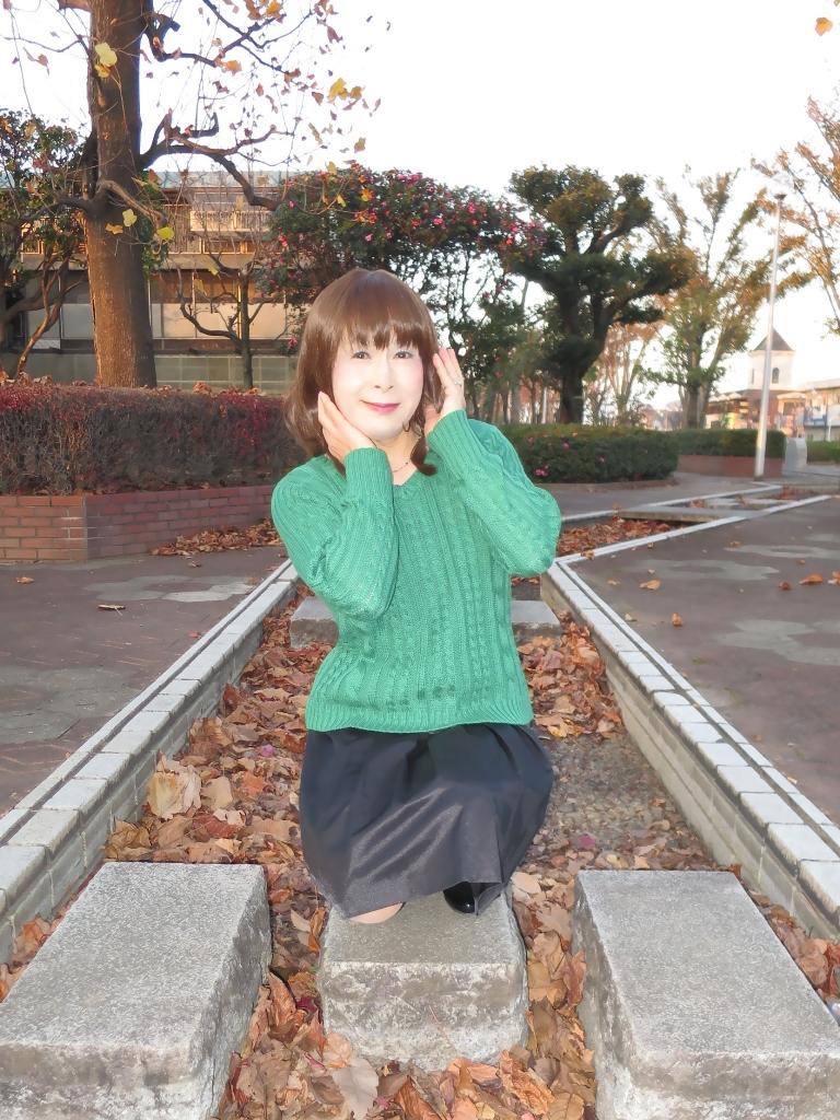 緑セーター黒スカートC(4)