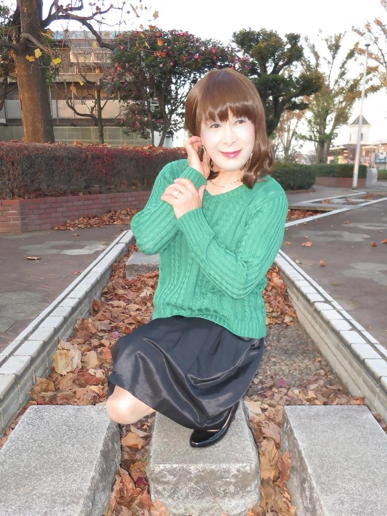 緑セーター黒スカートC(5)