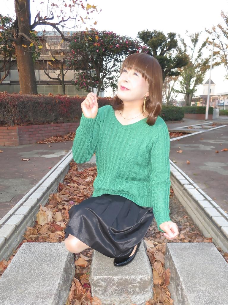 緑セーター黒スカートC(7)
