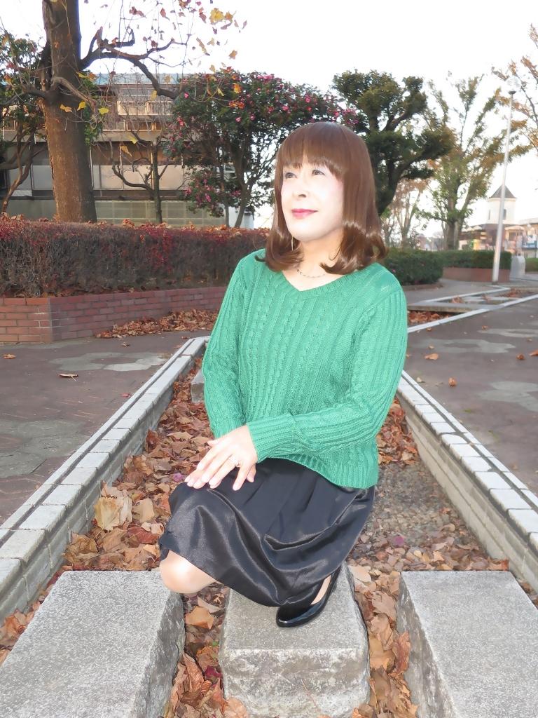 緑セーター黒スカートC(6)