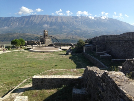 ジロカストラ城2
