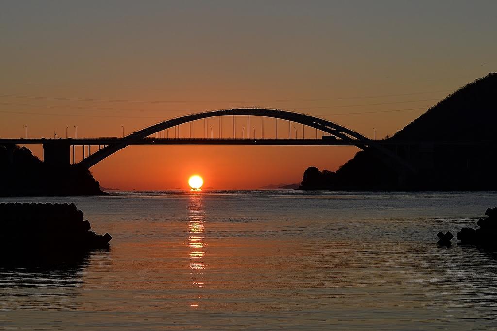 大三島橋のダルマ夕日