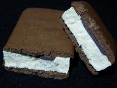 チョコレートケーキサンドアイス