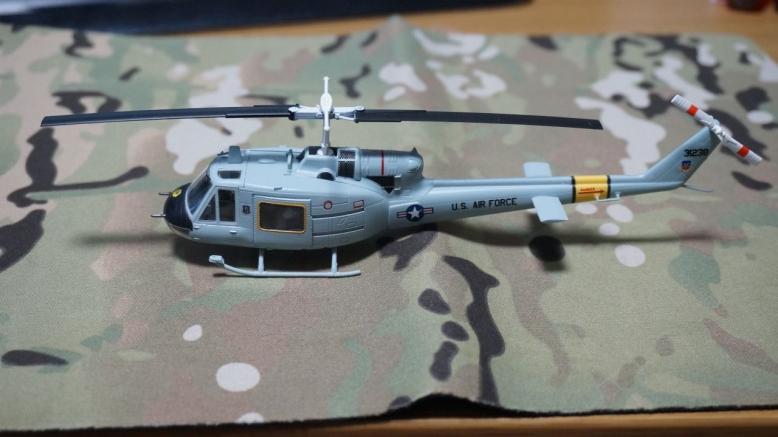 イージーモデルUH1空軍基地 (8)