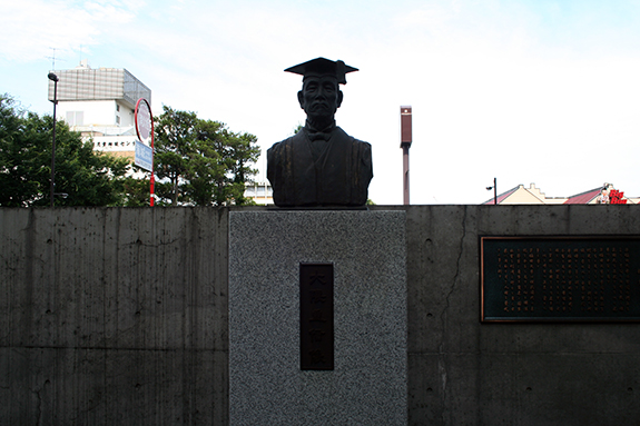 早稲田大学理工学部 大隈重信像