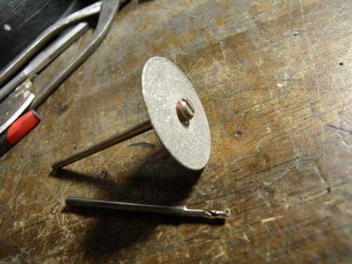 ダイヤモンドディスクとドリル刃1