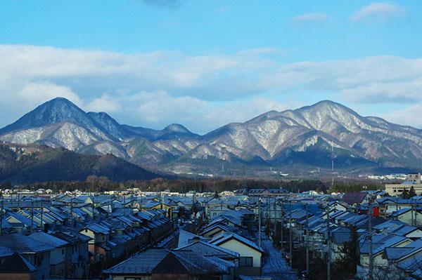 新幹線から南昌山と赤林山