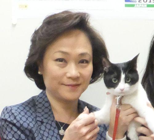 参議院議員 西村まさみ先生 と猫ジャンヌ 500
