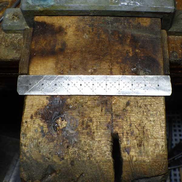 非加熱ルビーリングフィレンツェ彫り作成過程5