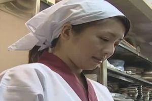 長江隆美 借金まみれの妻はカラダを資本になんでもやります!と他人のいちもつ咥える無料アダルト動画