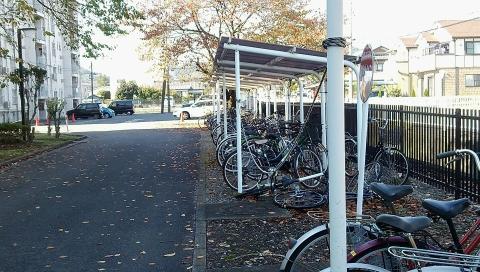 秋の感じるスバル寮の駐輪場