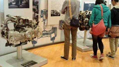 スバルエンジンの展示2