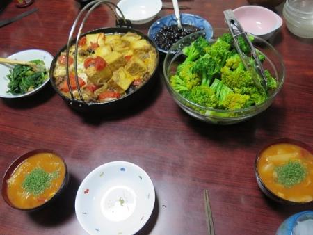 すき焼き卵とじ、ブロッコリー、トマトスープ