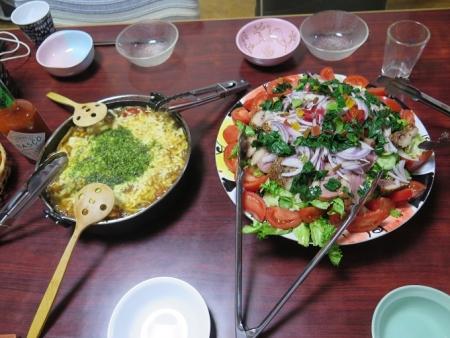 すき焼きの餅グラタン風,野菜たっぷりの合鴨燻製サラダ