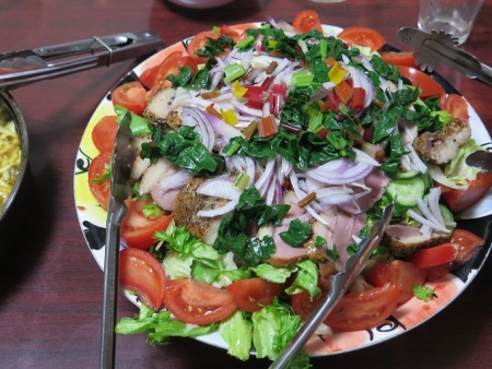 野菜たっぷりの合鴨燻製サラダ