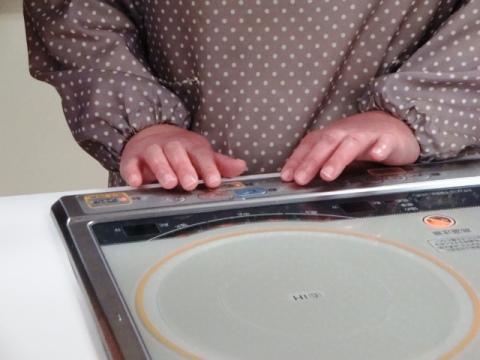 ボタンに点字シール発見の画像