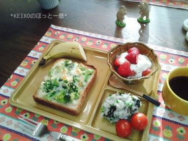 ブロッコリーと玉子サラダのオープンサンド