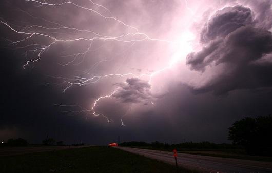lightning-1056419_6401.jpg