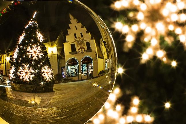 christmas-tree-573198_1280.jpg
