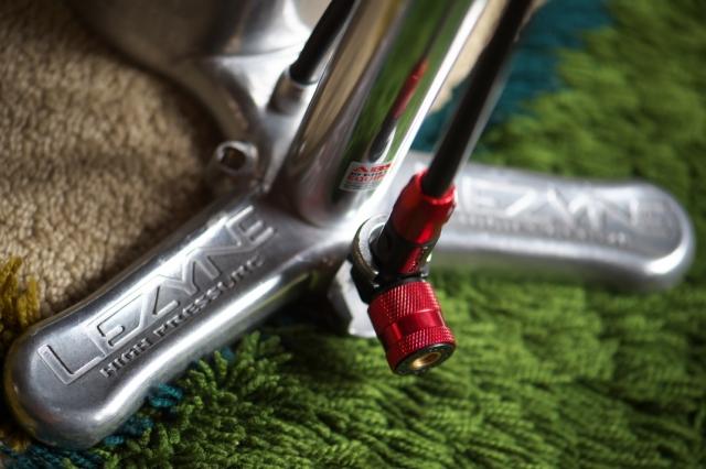 LEZYNEの自転車用空気入れ-05