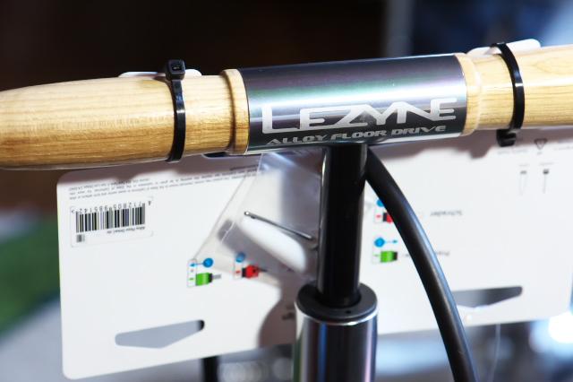 LEZYNEの自転車用空気入れ-04
