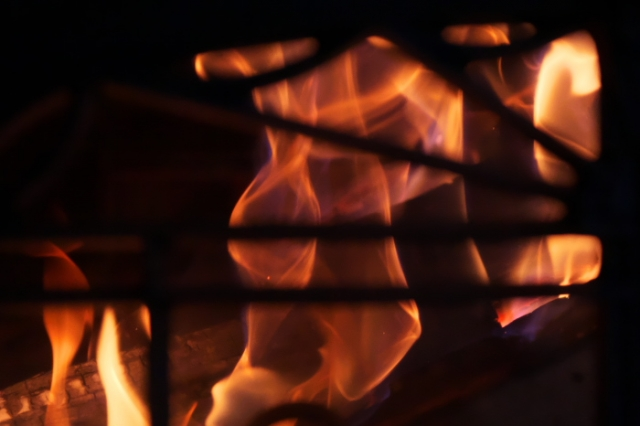 薪ストーブ燃焼の炎-02