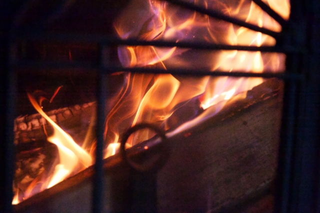 薪ストーブ燃焼の炎-01