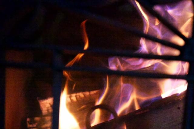 薪ストーブ燃焼の炎-05