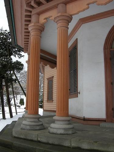 済生館一階回廊柱