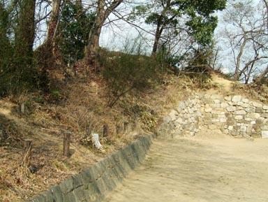 石垣と土塁1