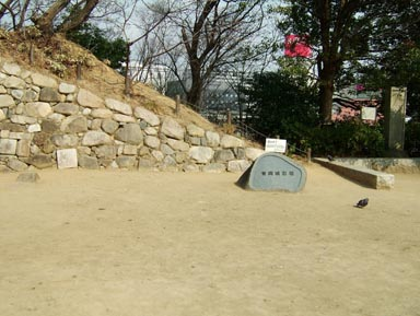 石垣と土塁2