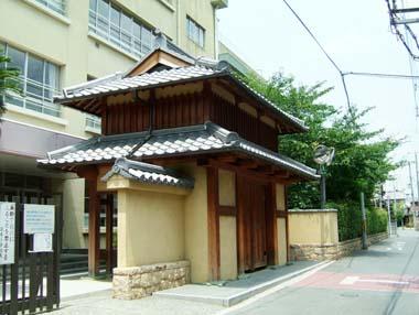 茨木城復元門3(茨木小学校門)
